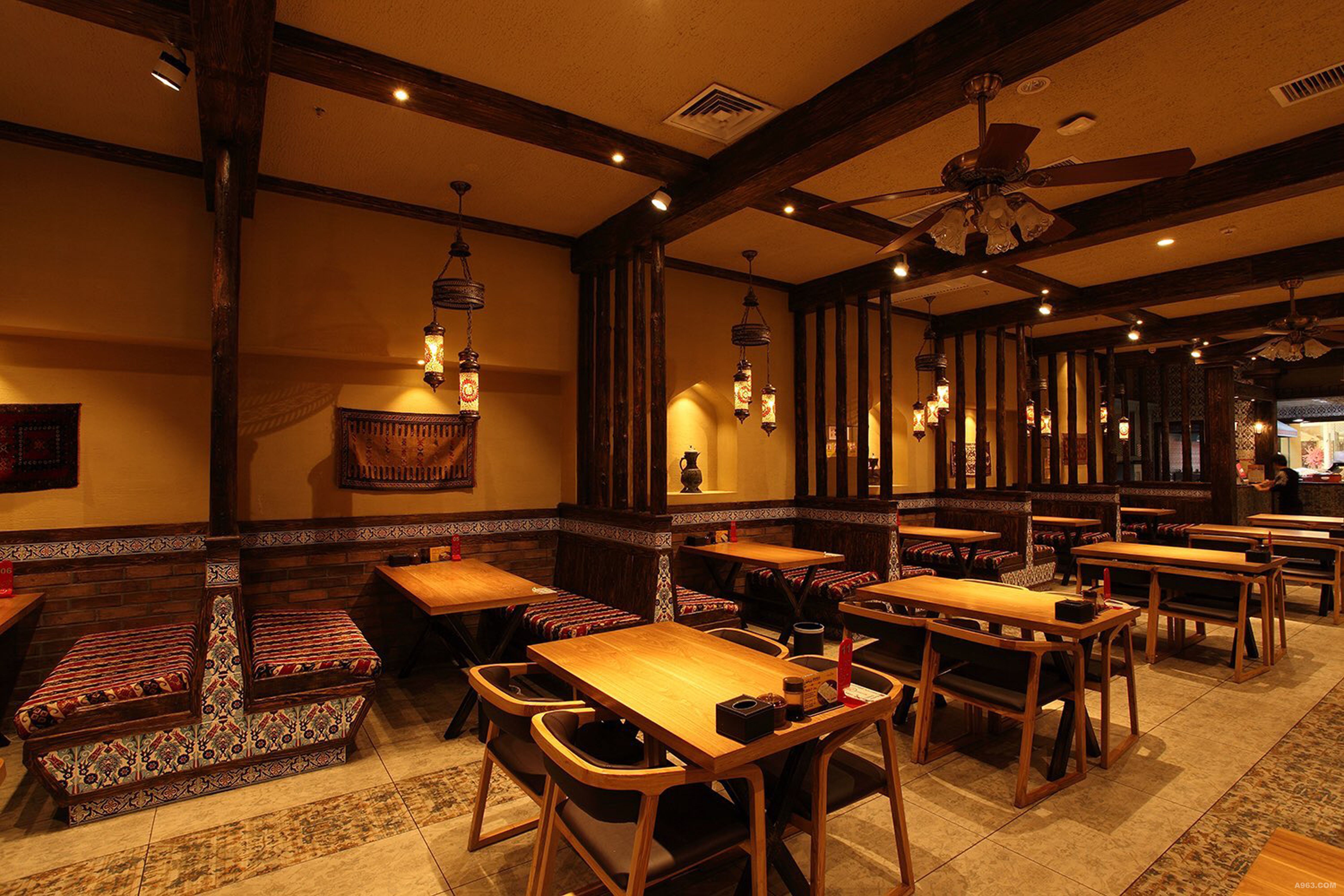 新疆乌鲁木齐万达广场巴巴汗餐饮空间设计图片